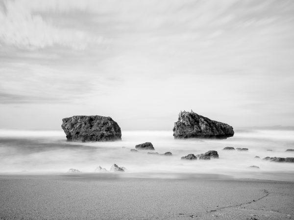 Biarritz, plage de Milady, les rochers, pause longue, tirage d'art noir et blanc